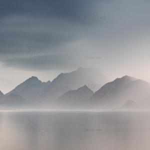 d-22-012-Горы с озером в тумане_526088998